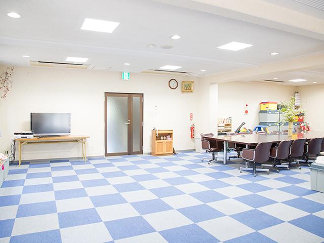 八幡学園の多目的ホールです