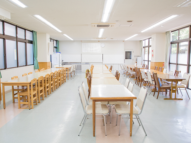 八幡学園の食堂です